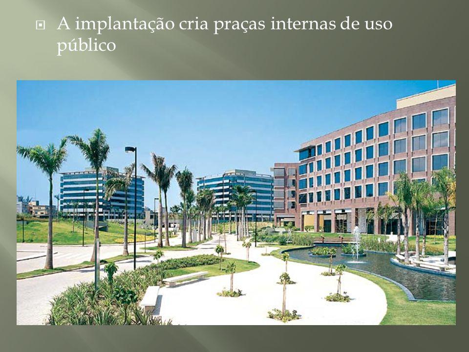 A implantação cria praças internas de uso público