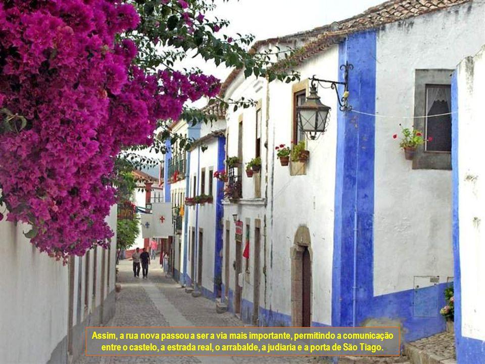 Assim, a rua nova passou a ser a via mais importante, permitindo a comunicação entre o castelo, a estrada real, o arrabalde, a judiaria e a porta de São Tiago.
