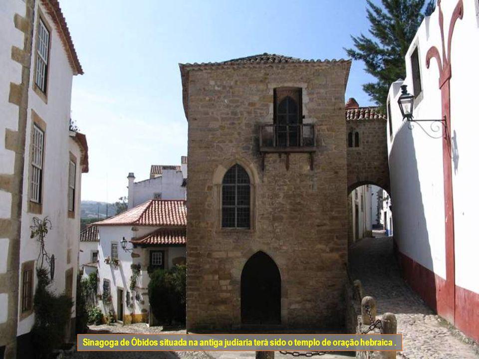 Sinagoga de Óbidos situada na antiga judiaria terá sido o templo de oração hebraica .