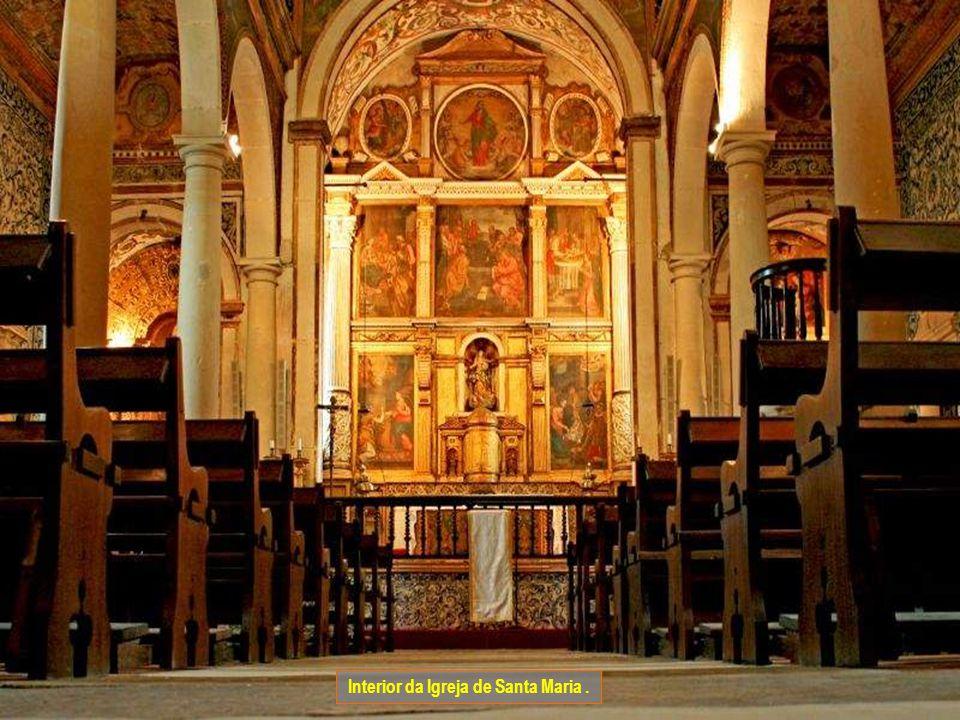 Interior da Igreja de Santa Maria .