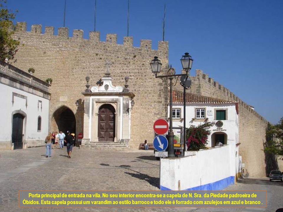 Porta principal de entrada na vila