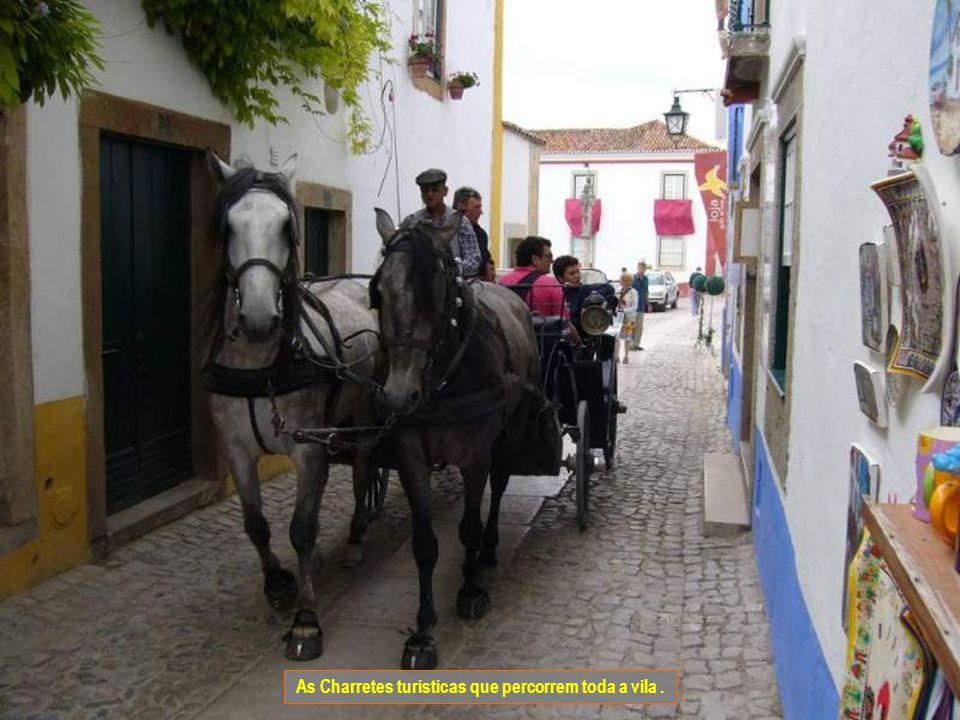 As Charretes turísticas que percorrem toda a vila .