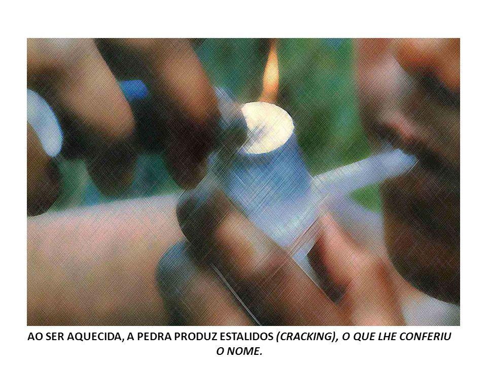 AO SER AQUECIDA, A PEDRA PRODUZ ESTALIDOS (CRACKING), O QUE LHE CONFERIU O NOME.