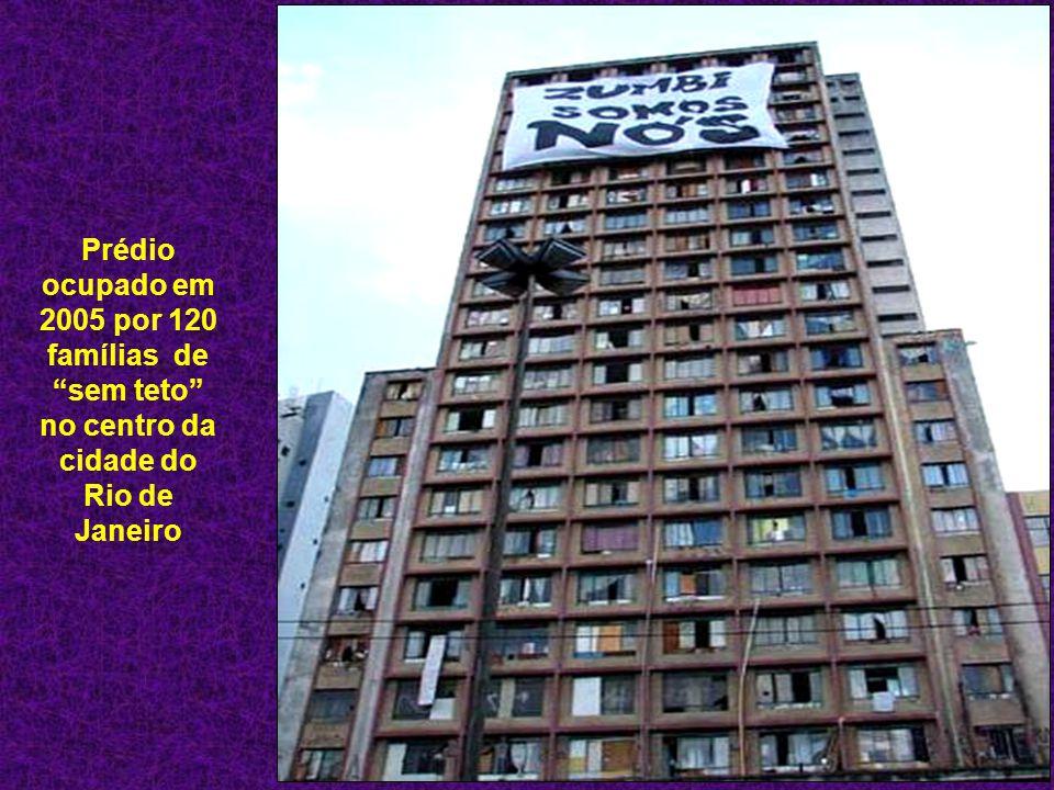Prédio ocupado em 2005 por 120 famílias de sem teto no centro da cidade do Rio de Janeiro