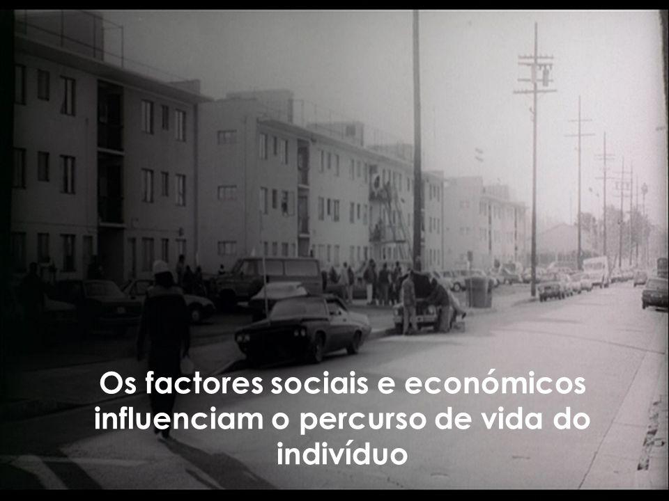 Os factores sociais e económicos influenciam o percurso de vida do indivíduo