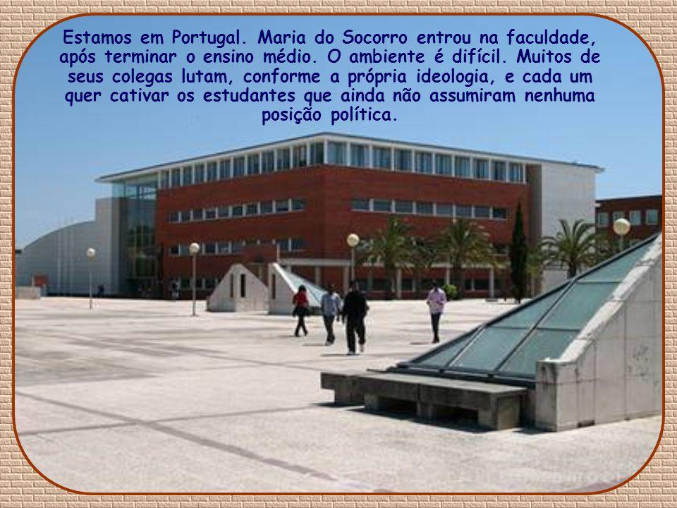 Estamos em Portugal. Maria do Socorro entrou na faculdade, após terminar o ensino médio.