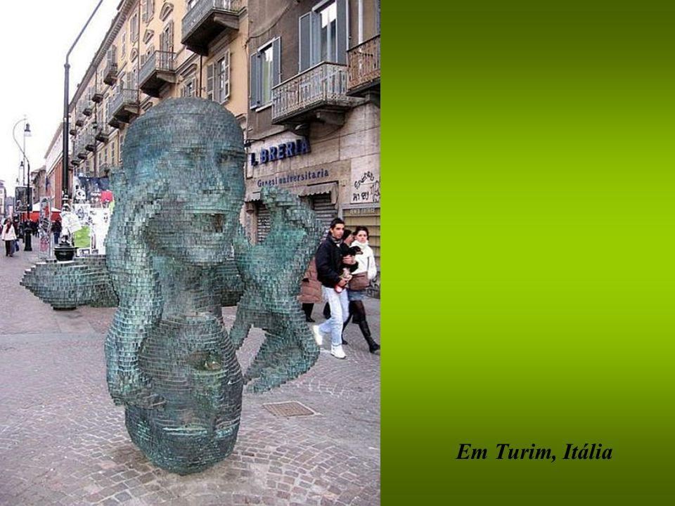 Em Turim, Itália