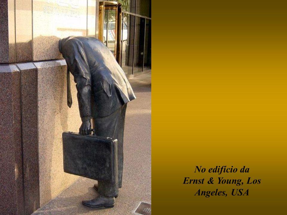 No edifício da Ernst & Young, Los Angeles, USA