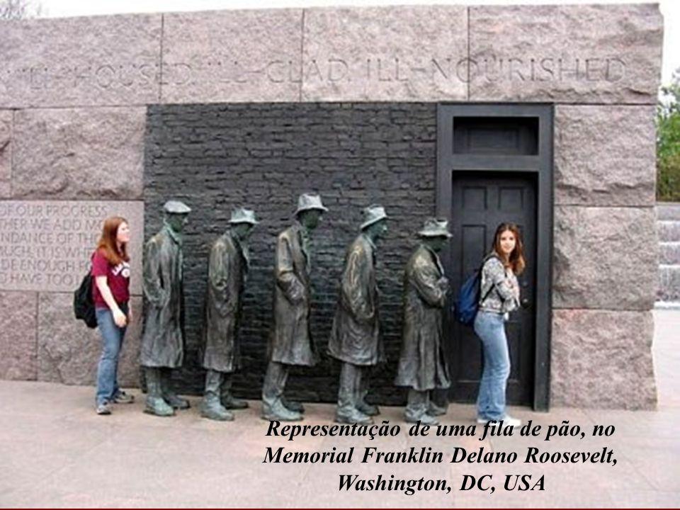 Representação de uma fila de pão, no Memorial Franklin Delano Roosevelt, Washington, DC, USA