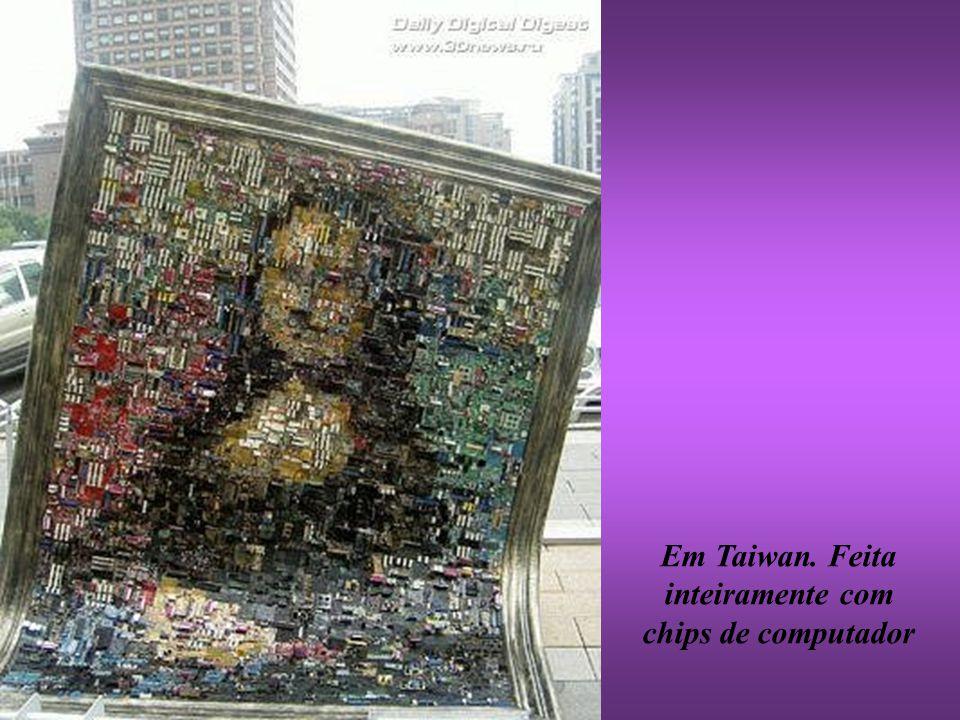 Em Taiwan. Feita inteiramente com chips de computador