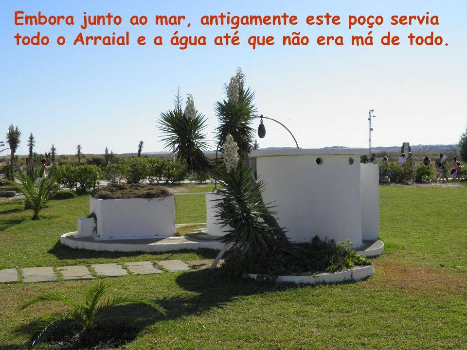 Embora junto ao mar, antigamente este poço servia todo o Arraial e a água até que não era má de todo.