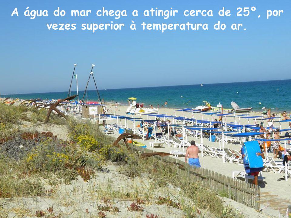 A água do mar chega a atingir cerca de 25º, por vezes superior à temperatura do ar.