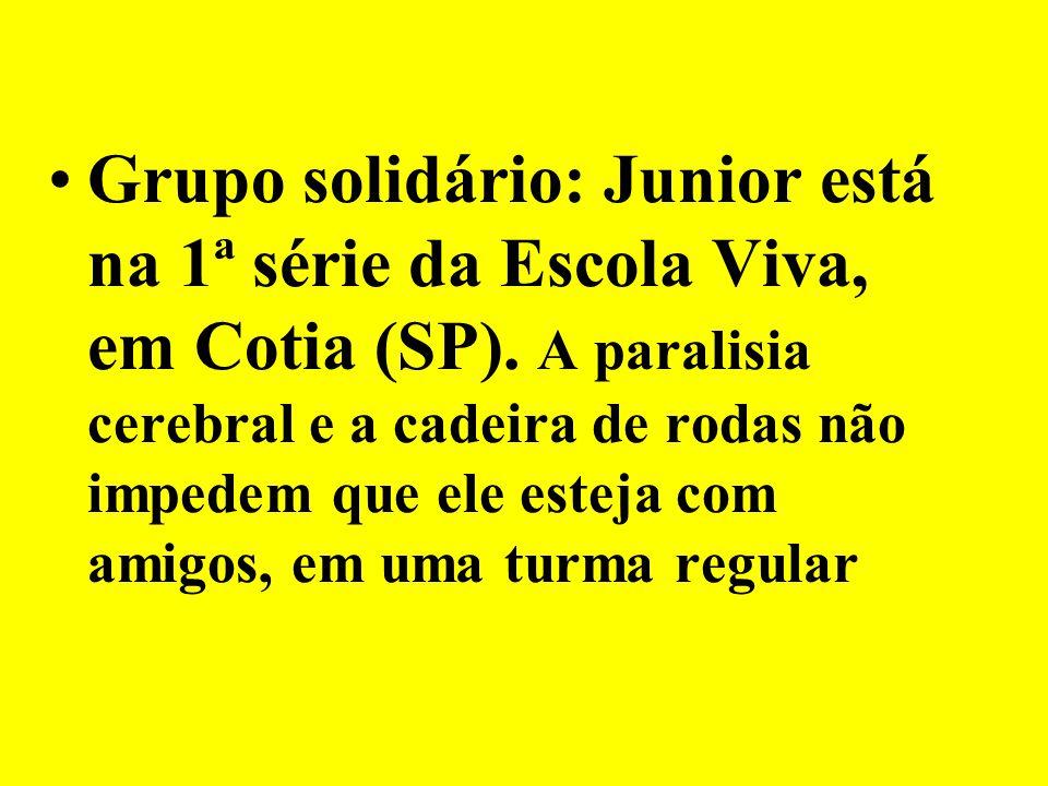 Grupo solidário: Junior está na 1ª série da Escola Viva, em Cotia (SP)