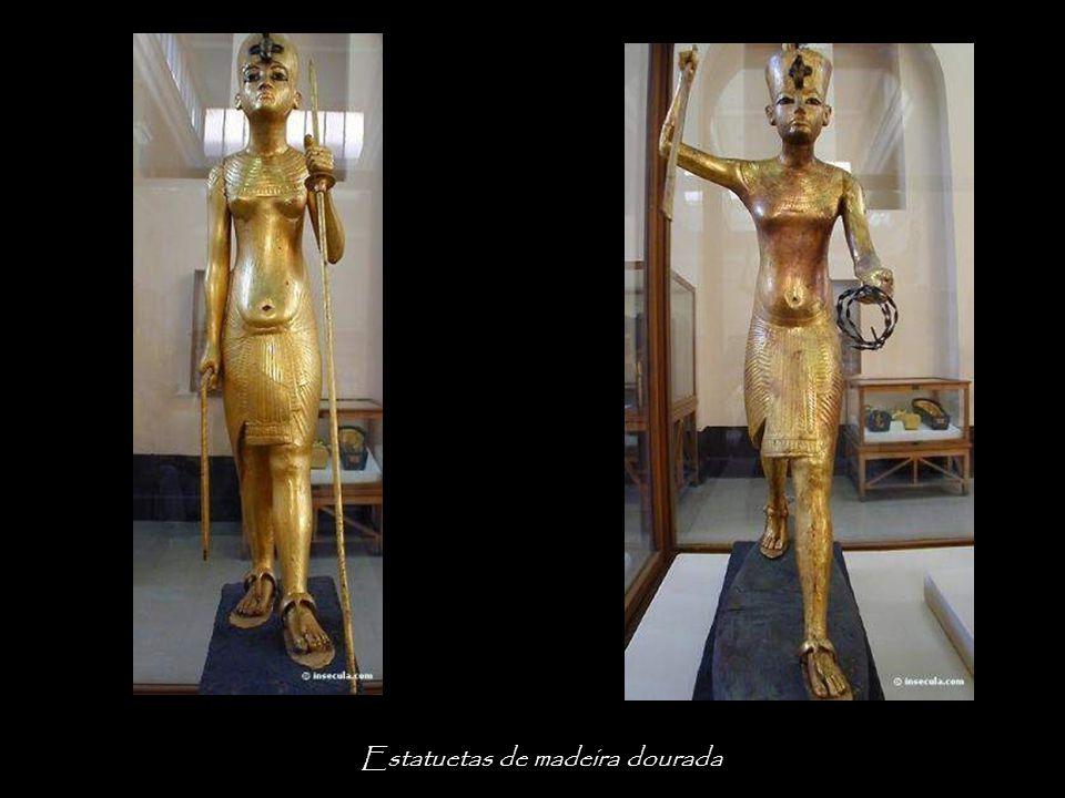 Estatuetas de madeira dourada