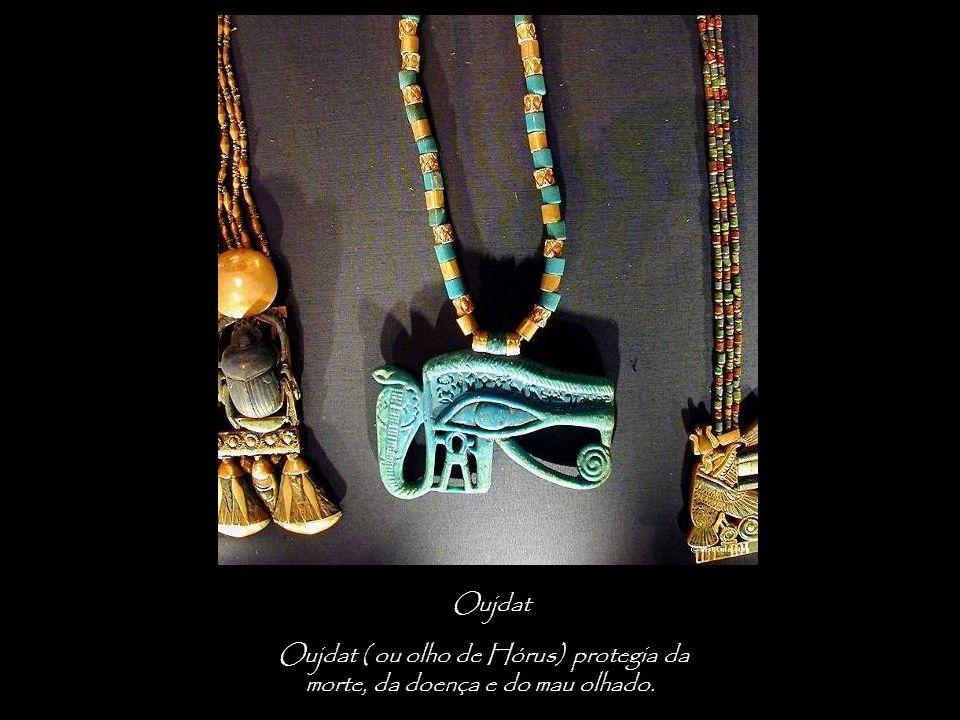 Oujdat Oujdat ( ou olho de Hórus) protegia da morte, da doença e do mau olhado.