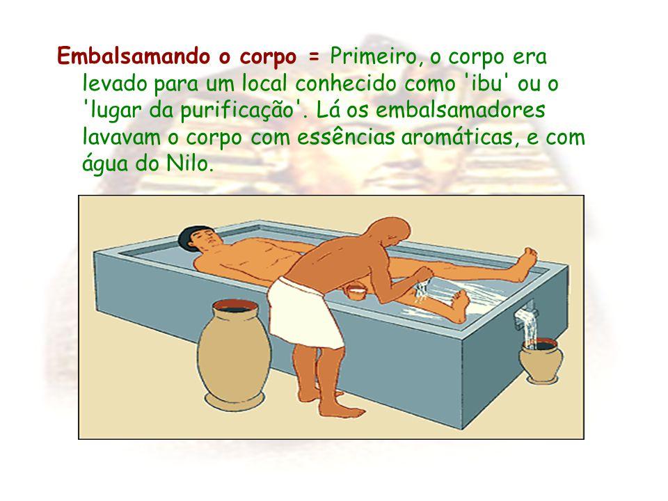 Embalsamando o corpo = Primeiro, o corpo era levado para um local conhecido como ibu ou o lugar da purificação .
