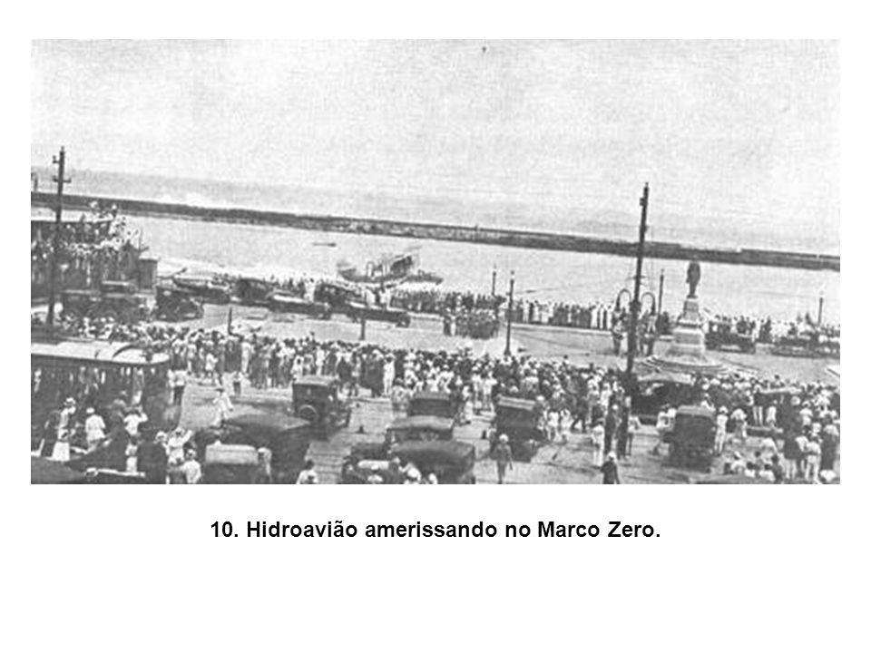 10. Hidroavião amerissando no Marco Zero.