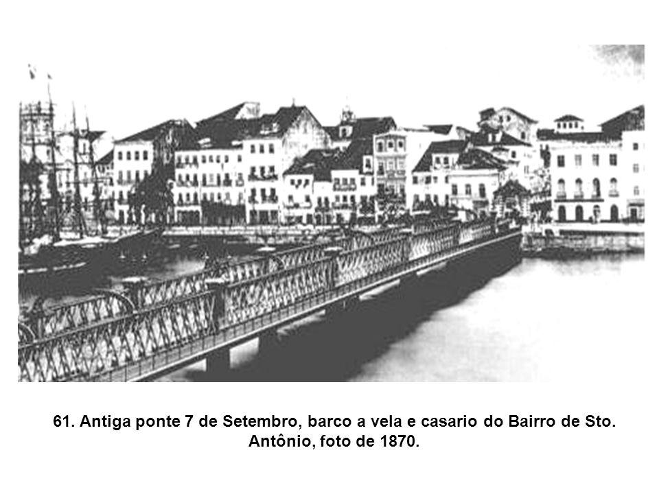 61. Antiga ponte 7 de Setembro, barco a vela e casario do Bairro de Sto. Antônio, foto de 1870.