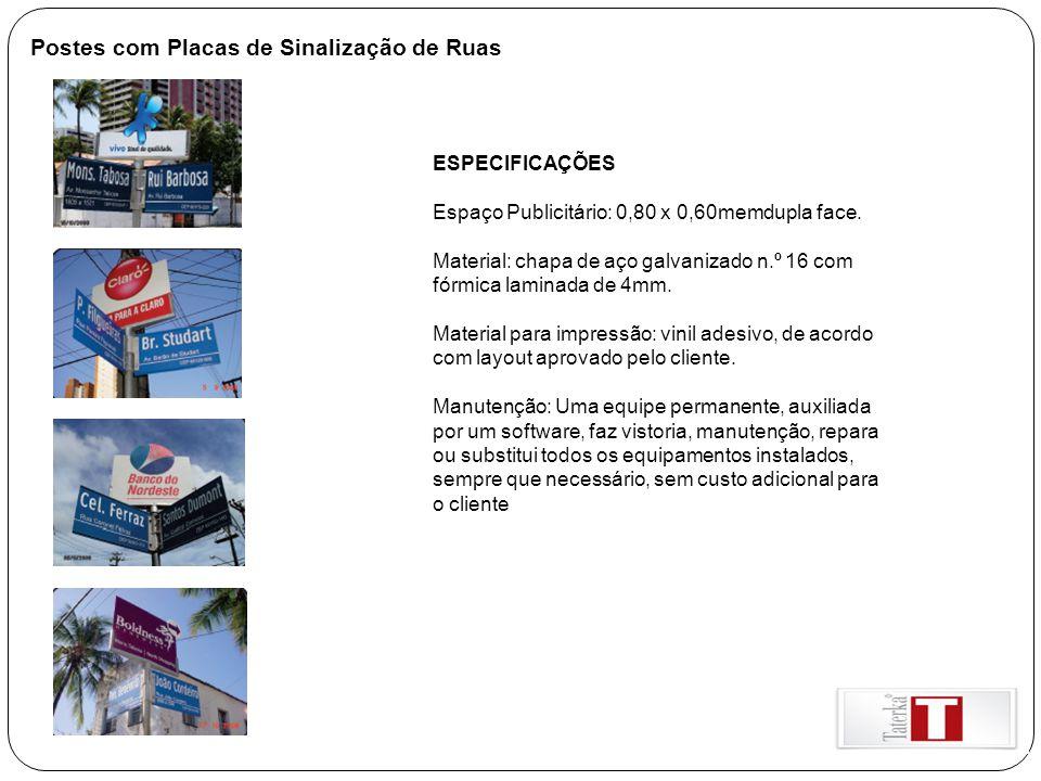 Postes com Placas de Sinalização de Ruas