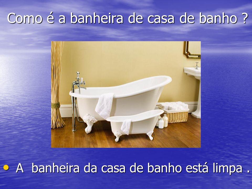 Como é a banheira de casa de banho