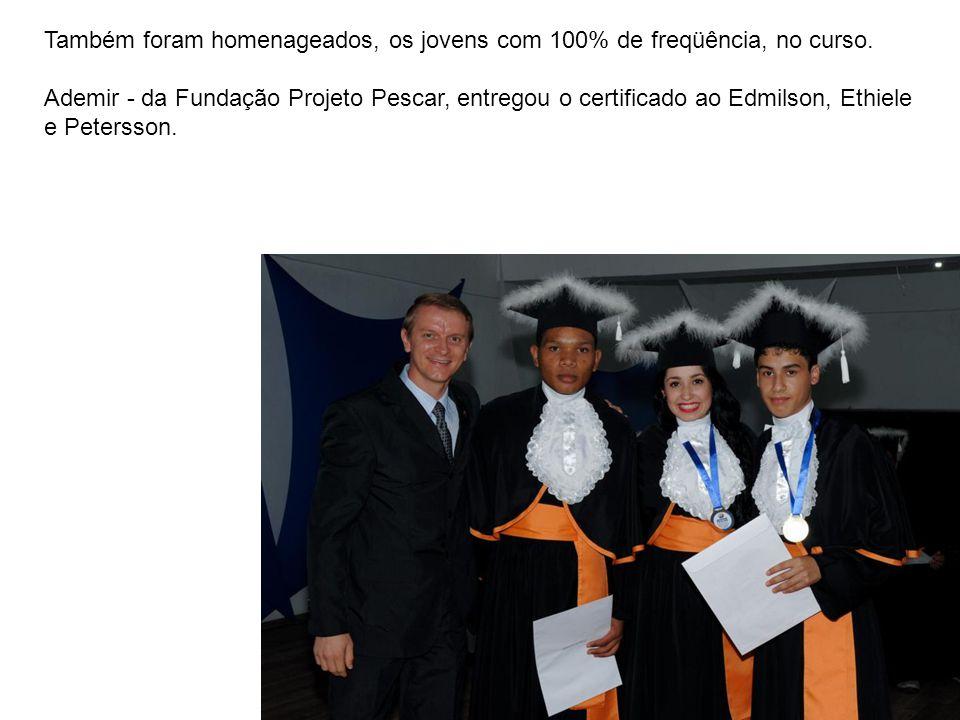 Também foram homenageados, os jovens com 100% de freqüência, no curso.