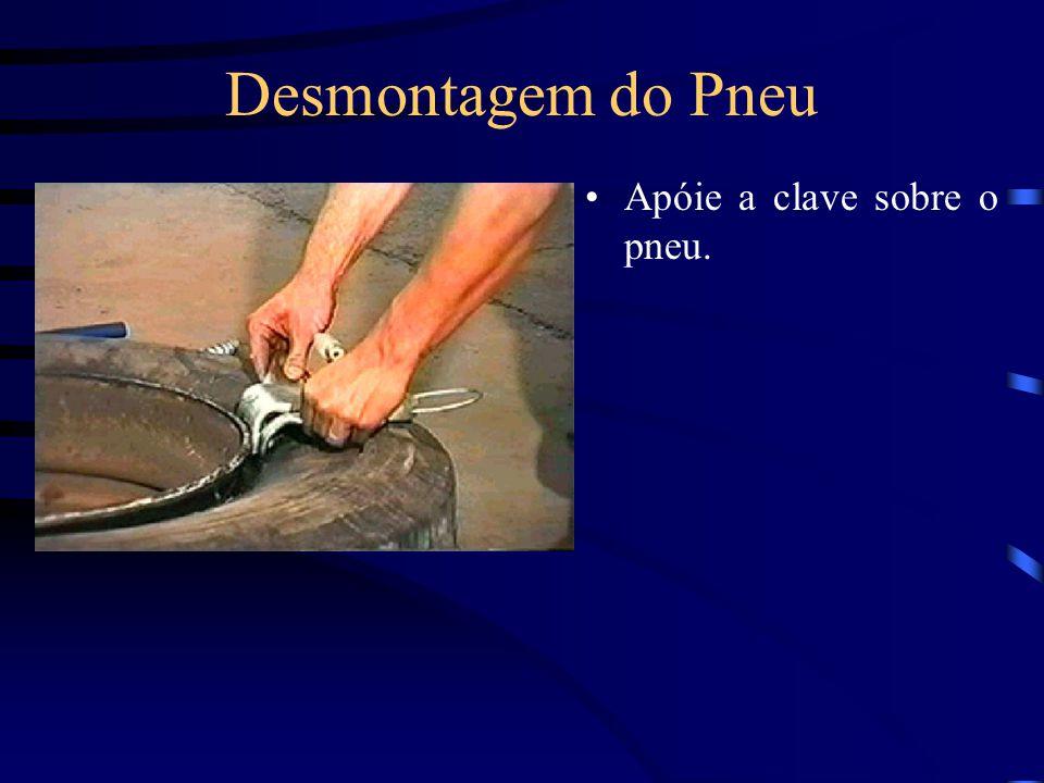 Desmontagem do Pneu Apóie a clave sobre o pneu.