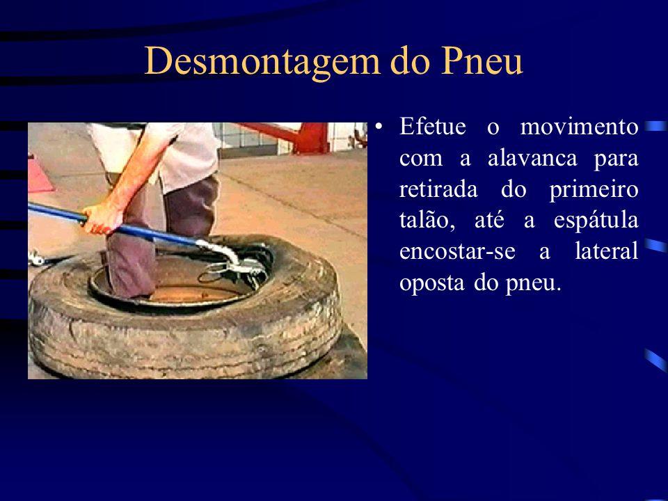 Desmontagem do Pneu Efetue o movimento com a alavanca para retirada do primeiro talão, até a espátula encostar-se a lateral oposta do pneu.
