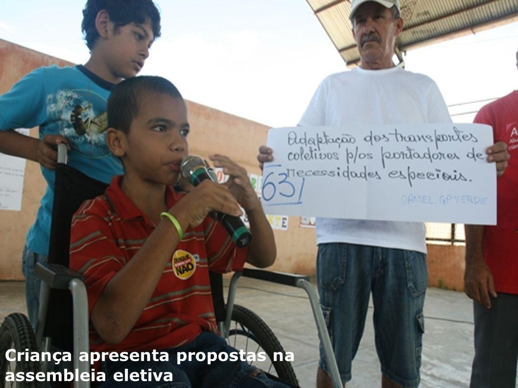 Criança apresenta propostas na assembleia eletiva