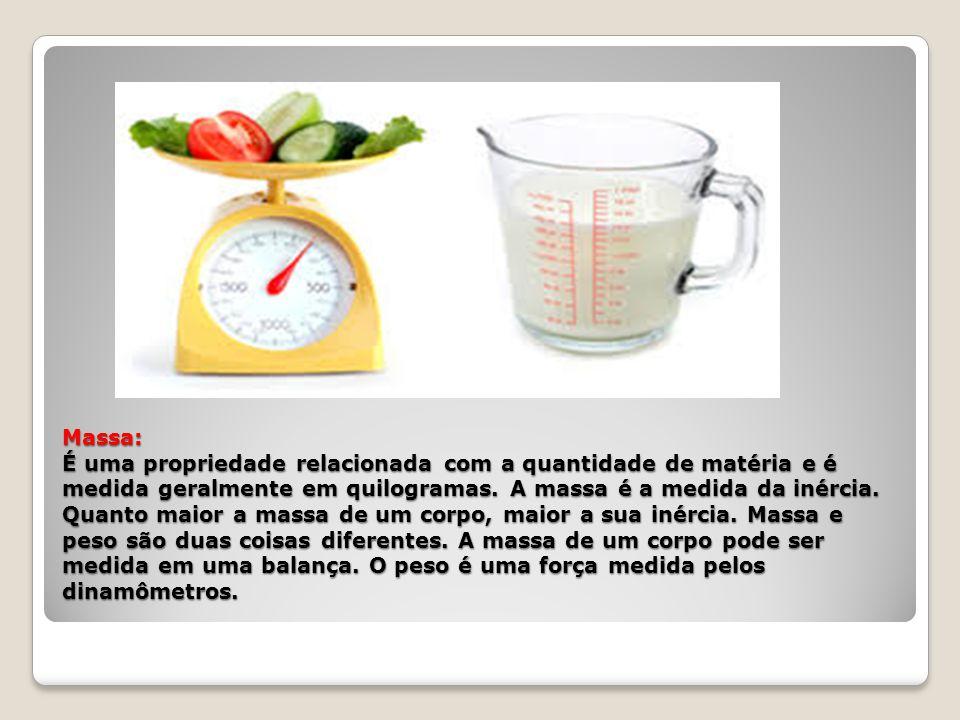 Massa: É uma propriedade relacionada com a quantidade de matéria e é medida geralmente em quilogramas.