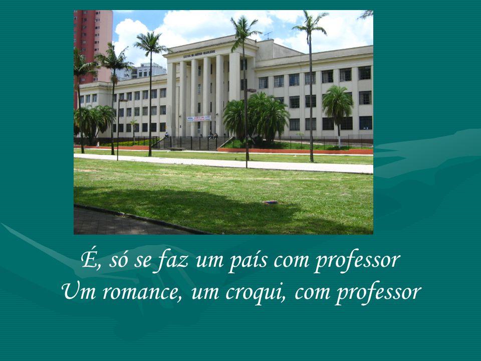 É, só se faz um país com professor Um romance, um croqui, com professor
