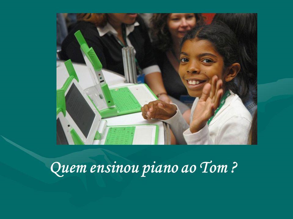 Quem ensinou piano ao Tom