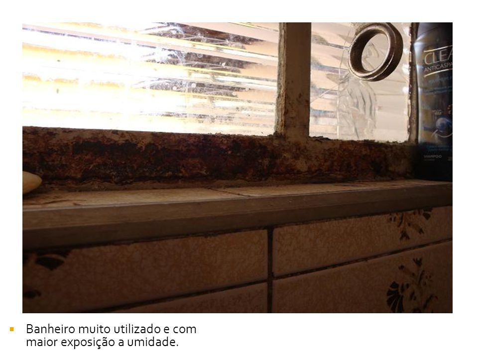 Banheiro muito utilizado e com maior exposição a umidade.