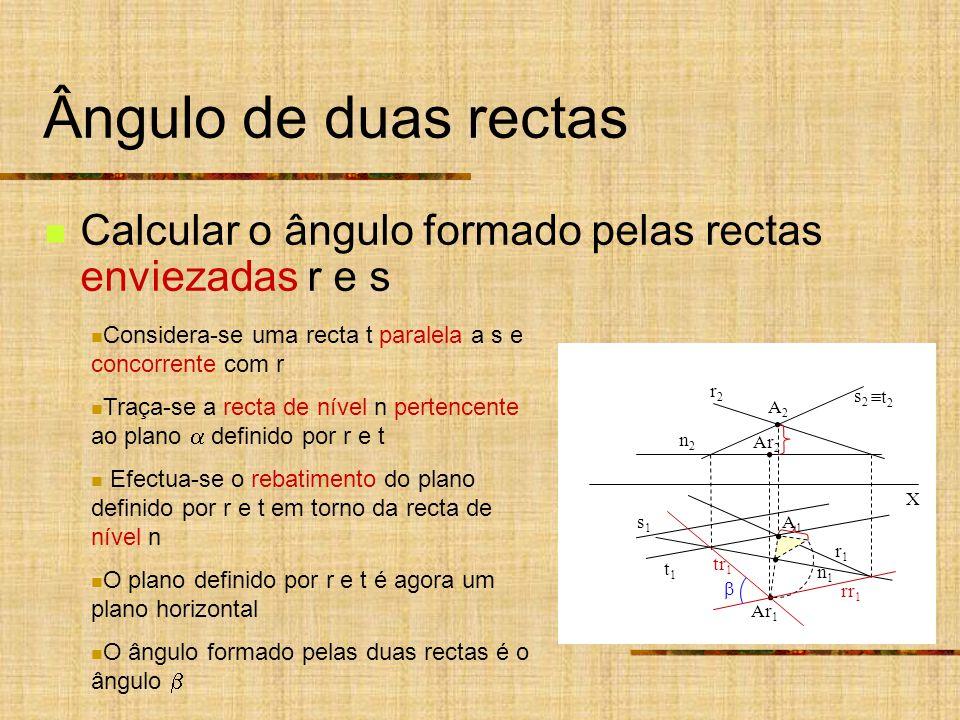 Ângulo de duas rectas Calcular o ângulo formado pelas rectas enviezadas r e s. Considera-se uma recta t paralela a s e concorrente com r.