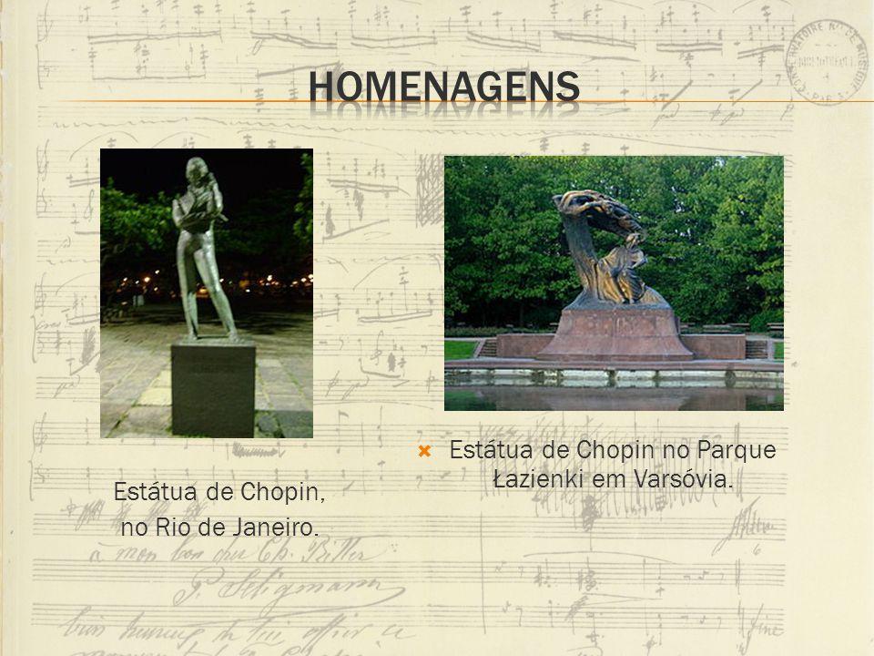 Homenagens Estátua de Chopin no Parque Łazienki em Varsóvia.