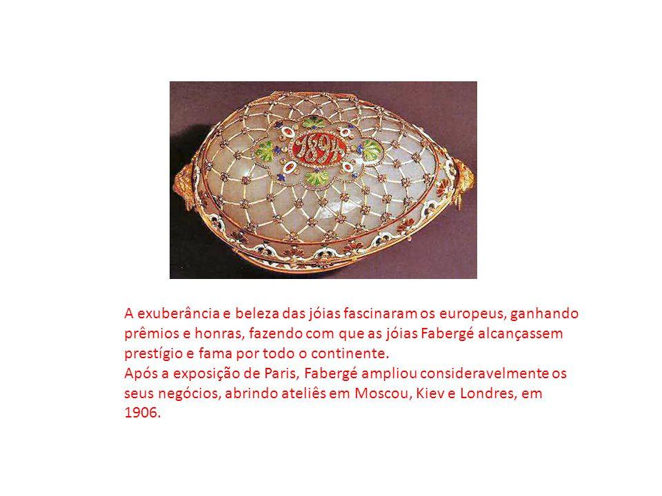 A exuberância e beleza das jóias fascinaram os europeus, ganhando prêmios e honras, fazendo com que as jóias Fabergé alcançassem prestígio e fama por todo o continente.