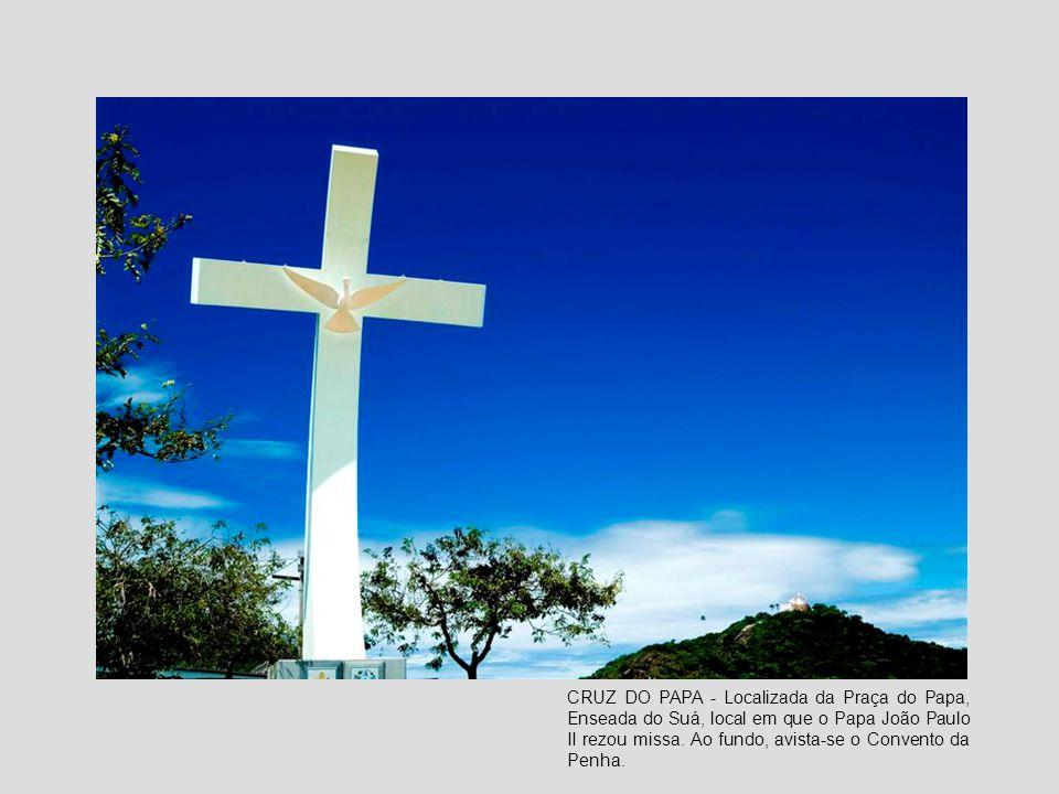 CRUZ DO PAPA - Localizada da Praça do Papa, Enseada do Suá, local em que o Papa João Paulo II rezou missa.