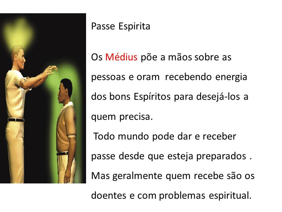 Passe Espirita Os Médius põe a mãos sobre as pessoas e oram recebendo energia dos bons Espíritos para desejá-los a quem precisa.