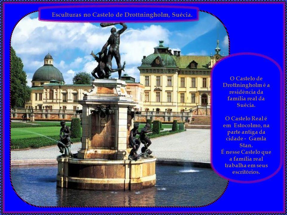 Esculturas no Castelo de Drottningholm, Suécia.