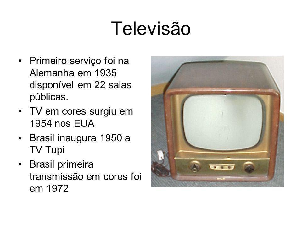 Televisão Primeiro serviço foi na Alemanha em 1935 disponível em 22 salas públicas. TV em cores surgiu em 1954 nos EUA.