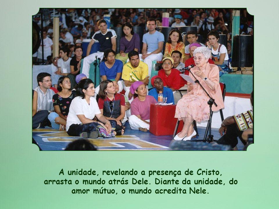 A unidade, revelando a presença de Cristo, arrasta o mundo atrás Dele