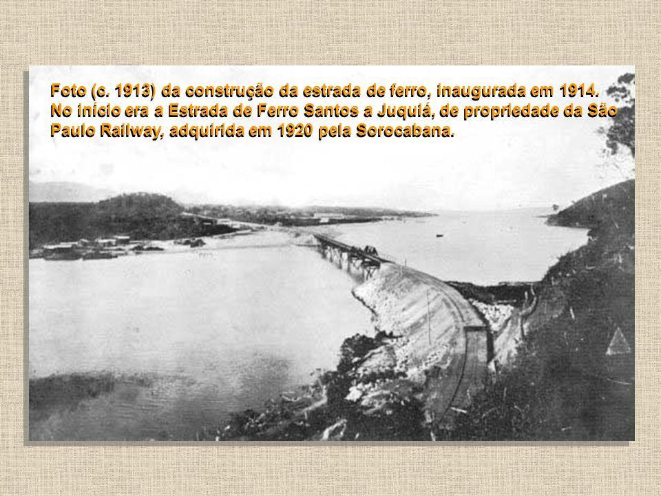 Foto (c. 1913) da construção da estrada de ferro, inaugurada em 1914