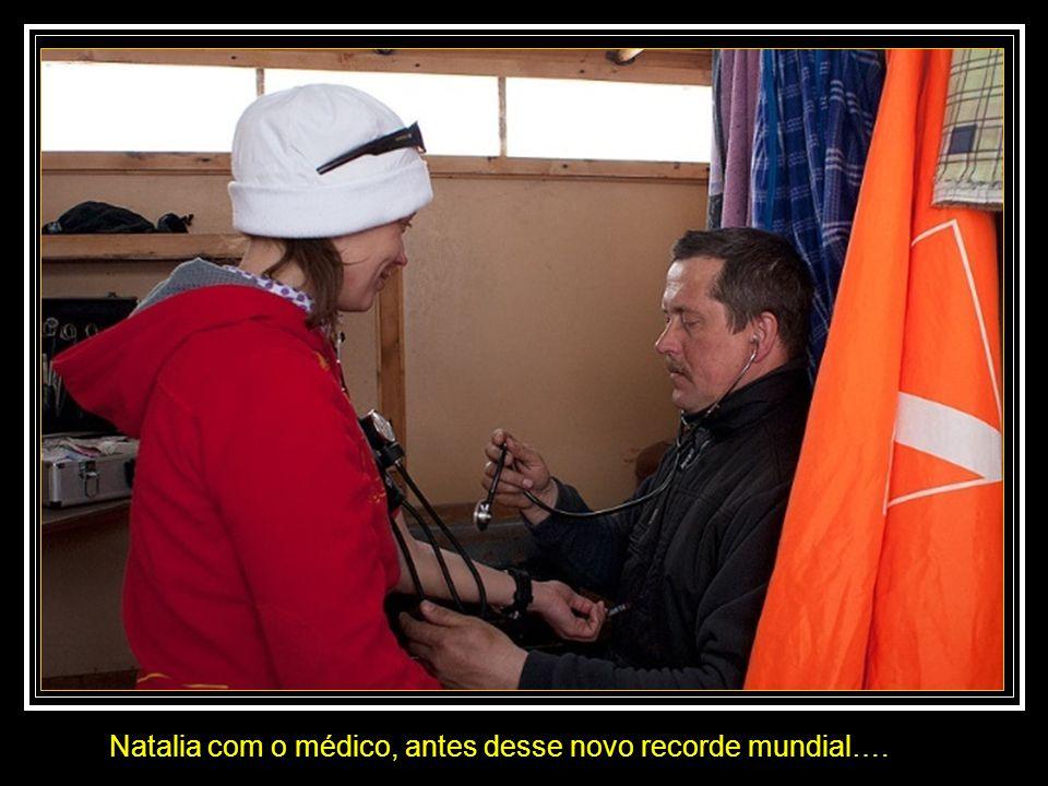 Natalia com o médico, antes desse novo recorde mundial….