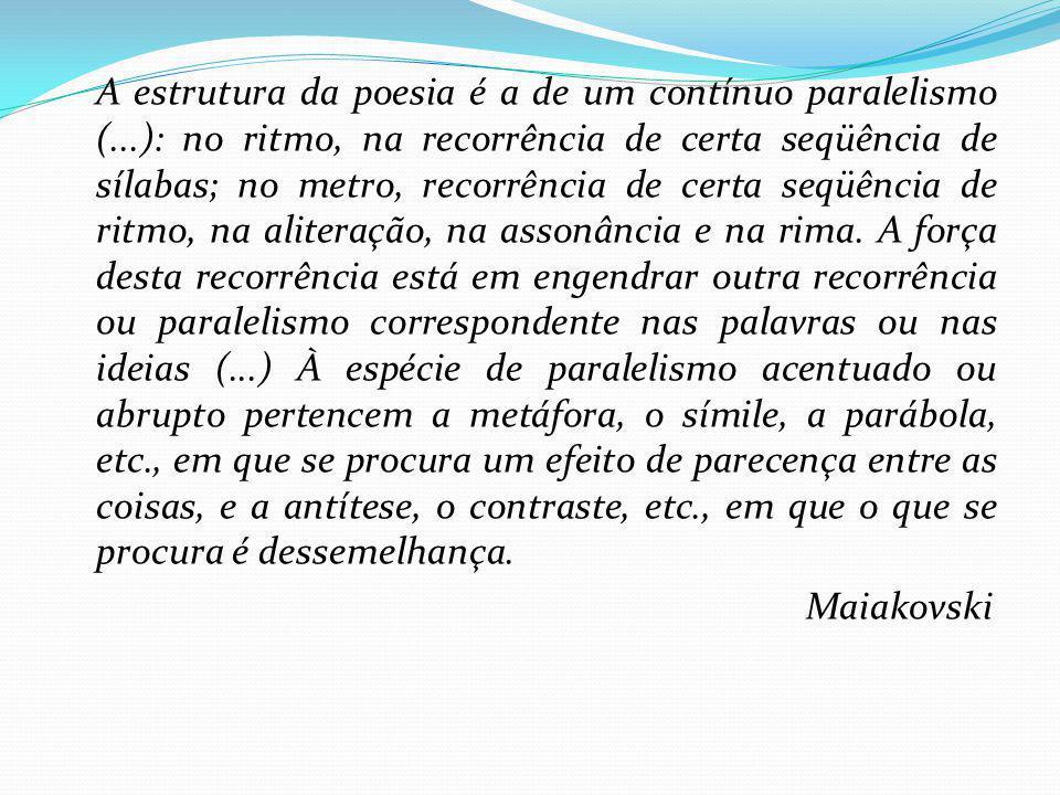 A estrutura da poesia é a de um contínuo paralelismo (