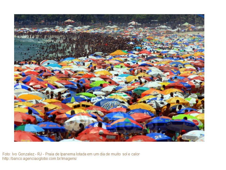 Foto: Ivo Gonzalez - RJ - Praia de Ipanema lotada em um dia de muito sol e calor
