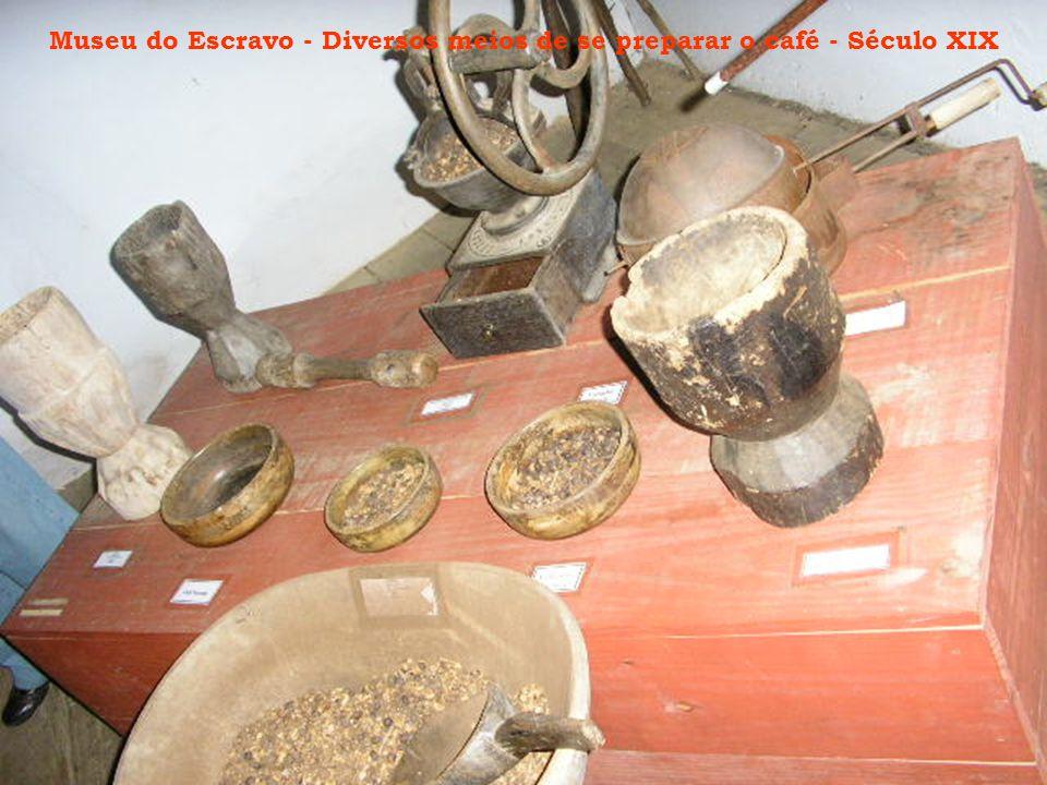 Museu do Escravo - Diversos meios de se preparar o café - Século XIX
