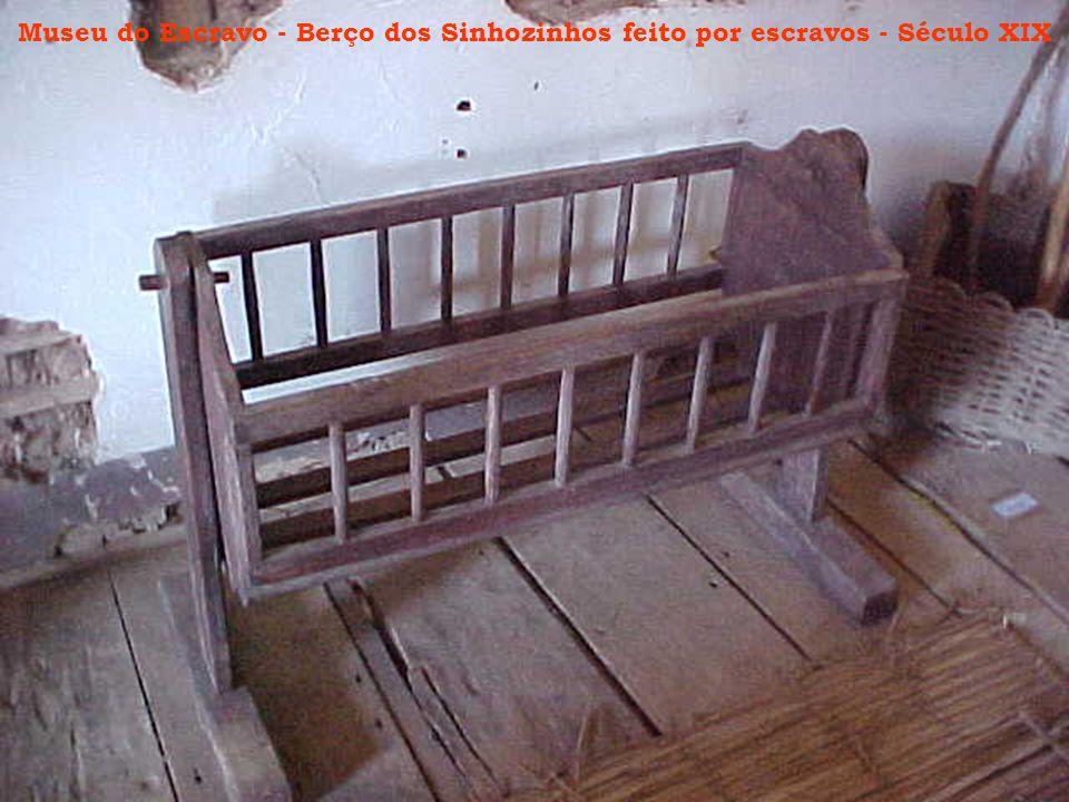 Museu do Escravo - Berço dos Sinhozinhos feito por escravos - Século XIX