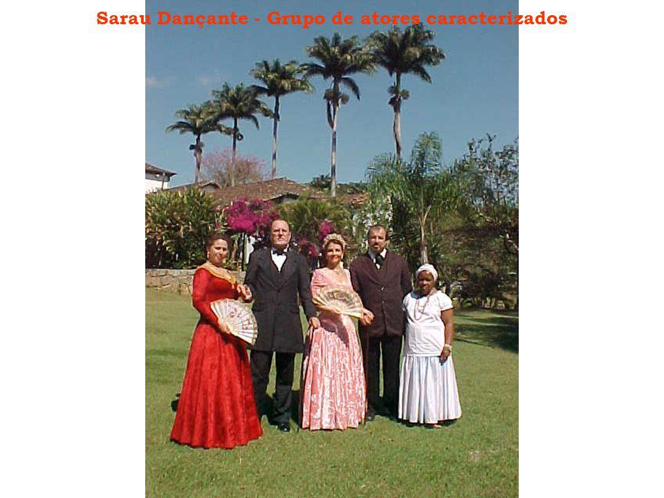 Sarau Dançante - Grupo de atores caracterizados