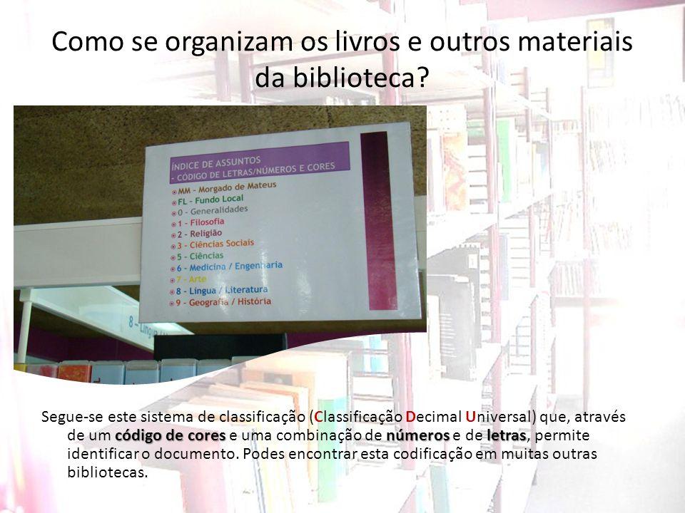 Como se organizam os livros e outros materiais da biblioteca