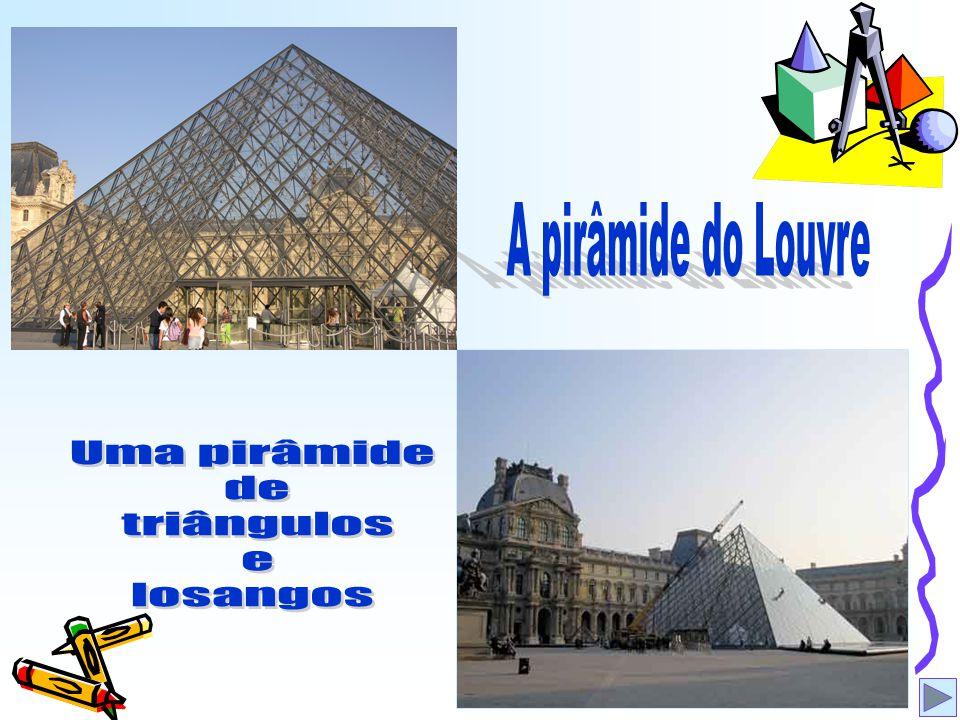 A pirâmide do Louvre Uma pirâmide de triângulos e losangos