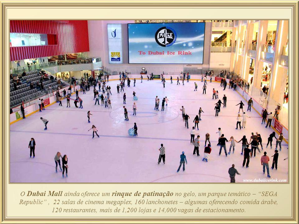 O Dubai Mall ainda oferece um rinque de patinação no gelo, um parque temático – SEGA Republic , 22 salas de cinema megaplex, 160 lanchonetes – algumas oferecendo comida árabe, 120 restaurantes, mais de 1,200 lojas e 14,000 vagas de estacionamento.